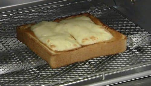 世界ピッツァ選手権の優勝者が教えるチーズトーストの作り方:教えてもらう前と後【2020/01/14】