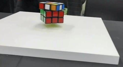宙に浮いて自動で揃うルービックキューブの話:めざましテレビ【2020/02/18】