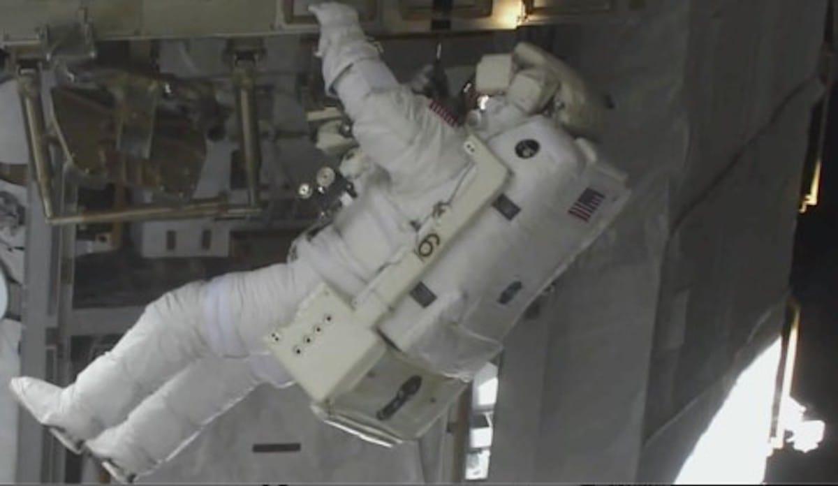 宇宙飛行士は直接胸が見れないという話:ピタゴラスイッチ【2020/05/23】
